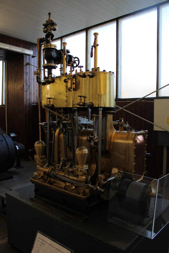 Steam marine engine