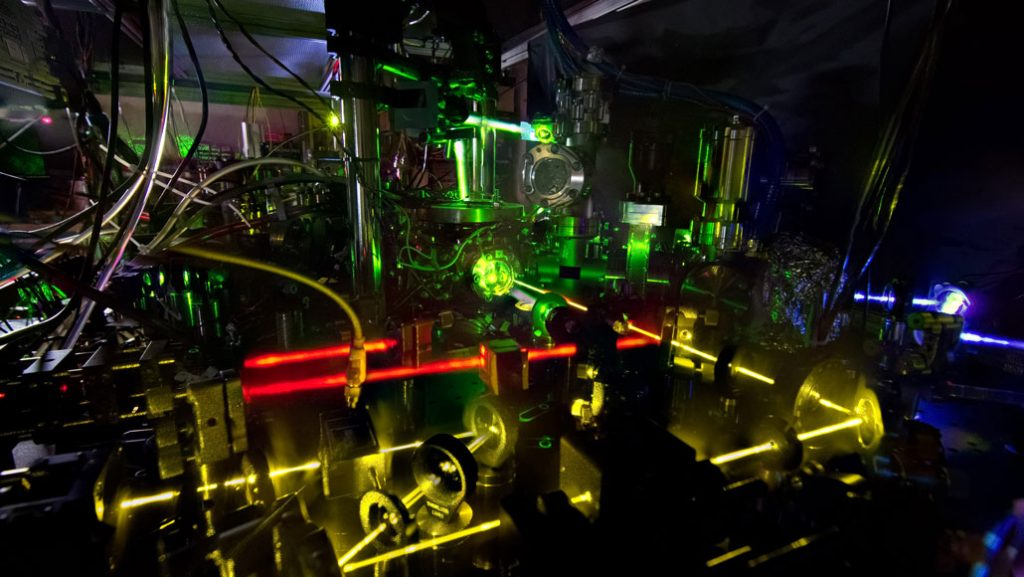 atomic clock measuring the second