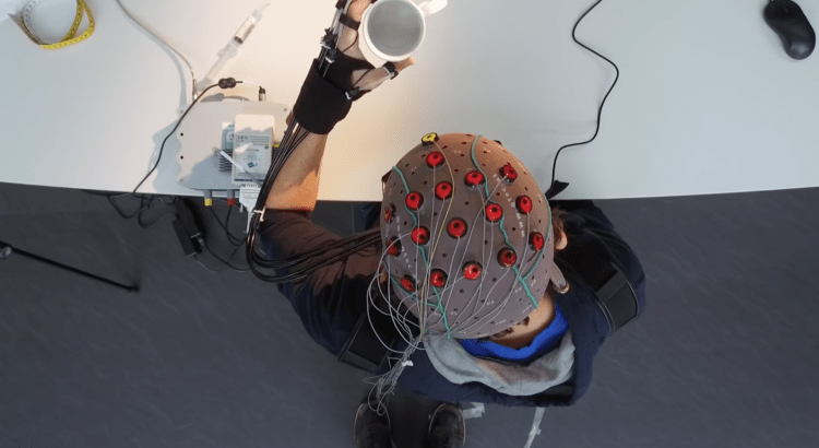 wearable robot controlled by EEG